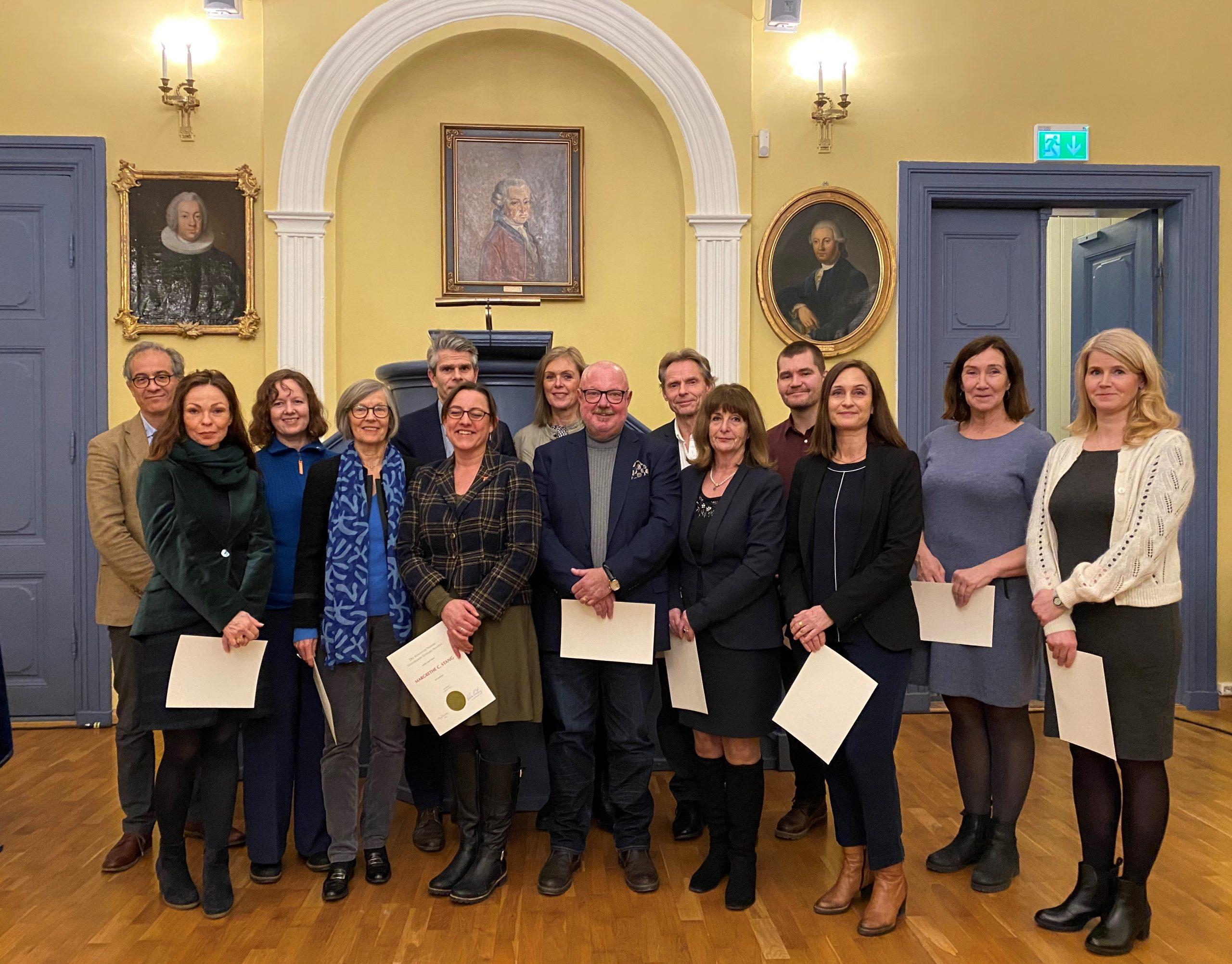 Foto av flere nye medlemmer i humanistisk klasse fra 2020.