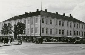 Alexander Asphaug Rauboti: Møllmanngården på Torvet i Trondhjem @ Rådhussalen, Trondheim folkebibliotek